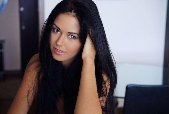 Фотки красивой девушки одной